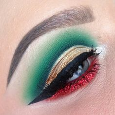 A beautiful Christmas makeup look by @doyouevenblend with the red and green eyeshadow, and the winged eyeliner. More: http://blog.furlesscosmetics.com/katina-k/