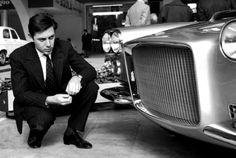 Sergio Pininfarina observando un modelo Ferrari en Turín, by Silvio Durante