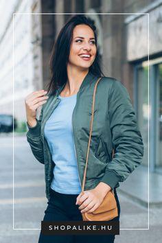 A kényelmes dzsekik tökéletesek a sportos divat kedvelői számára. Számtalan divatos és praktikus fazon közül válogathatsz, beleértve a bomberdzsekiket, a széldzsekiket és a parkákat. A futódzsekik pedig megkönnyítik a szabadtéri edzést. A tradicionális színek mellett most az élénk színű és mintájú kabátok is trendinek számítanak. Bátran viselheted a dzsekiket elegáns, feminin szabású darabokkal, izgalmas outfiteket alkotva. #őszioutfitek #őszidivat #dzseki #kabát #divattipp Parka, Bomber Jacket, Jackets, Fashion, Down Jackets, Moda, Fashion Styles, Fashion Illustrations, Parkas