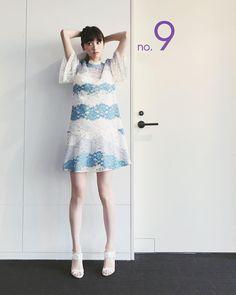 モデルの鈴木えみさんのインスタグラム(Instagram)写真「もうすぐ2回目衣装はBurberryの涼しげなレースドレス」。芸能人・有名人のInstagram(インスタグラム)。