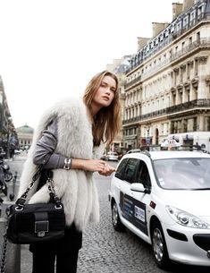 Streets if vogue Estilo Fashion, Fashion Mode, Fur Fashion, Womens Fashion, Parisienne Chic, Sweater Weather, Moda Formal, Look Chic, Mode Style