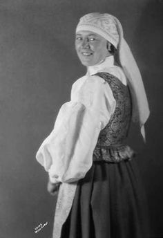 Galleri NOR; Trønderdragt, Gudlaug Benum 1926