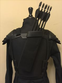 Finished the fake arrows and quiver. It's attached to the back armor plate just like hers with slide mount and can be removed easily. Mockingjay Costume, Katniss Costume, Hunger Games Costume, Hunger Games Mockingjay, Hunger Games Trilogy, Halloween Cosplay, Halloween Fun, Halloween Costumes, Holidays Halloween
