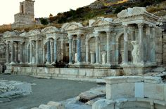 Sagalassos Sagalassos is an archaeological site in southwestern Turkey, about 100 km north of Antalya, and 30 km from Burdur and Isparta. Ancient City, Ancient Ruins, Ancient Rome, Ancient Greece, Ancient History, Roman Architecture, Ancient Architecture, World's Most Beautiful, Beautiful Places
