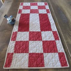 Vintage 30s Red & Tan TABLE RUNNER Quilt 26x10 PRIM Decorating Quilted Table Runners, Primitive Country, Country Decor, Quilts, Blanket, Decorating, Rugs, Antiques, Vintage