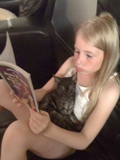 Another one of my fav pixs of Ashlie reading to Saty..