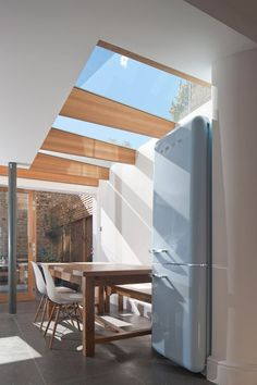 "North London house extension by Denizen Works transforms a ""small dark bachelor pad"" into a family home with a light-filled kitchen and dining space Extension Veranda, Glass Extension, Extension Ideas, Building Extension, Rear Extension, Interior Architecture, Interior And Exterior, Interior Design, Glass House Design"