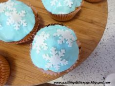 Quilting Buttercup: Winter inspired cake decoration: Icicles