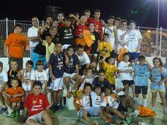Foto de familia de los ganadores de las distintas categorías del torneo de fútbol 3x3