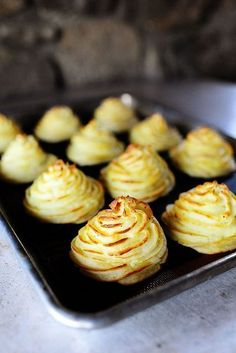 Duchess Potatoes A fun, frilly, and delicious alternative to mashed potatoes. Beautiful on your holiday table! - Duchess Potatoes // look fancy, easy to make, total comfort via The Pioneer Woman Side Recipes, Great Recipes, Favorite Recipes, Yummy Recipes, Duchess Potatoes, Snacks, Vegetable Dishes, Potato Recipes, Potato Dishes