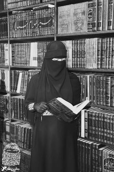 Look at how those books back there line up so perfectly. Hijab Niqab, Muslim Hijab, Mode Hijab, Muslimah Wedding Dress, Hijab Bride, Arab Girls Hijab, Muslim Girls, Beautiful Muslim Women, Beautiful Hijab