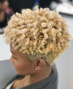Lovely blonde tapered curls by @hautehairbylauren - https://blackhairinformation.com/hairstyle-gallery/lovely-blonde-tapered-curls-hautehairbylauren/