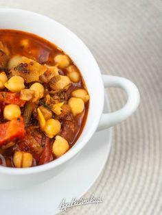 rozgrzewajaca-zupa-zdrowa-gulasz-z-cieciorka-przepis-2