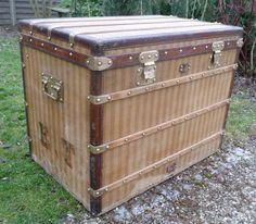 Malle courrier  haute   Louis Vuitton  rayé http://www.la-malle-en-coin.com/