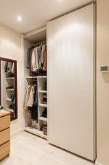Armario abierto en dormitorio principal | Proyecto de reforma Amigó | Standal #reforma #integral #armarios