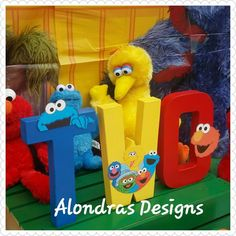 Sesame street prop letters, great for cake smash, table decorations Second Birthday Ideas, Elmo Birthday, Happy 2nd Birthday, Boy Birthday Parties, Sesame Street Party, Sesame Street Birthday Party Ideas, Elmo Party, Cookies Et Biscuits, Diy Elmo Decorations