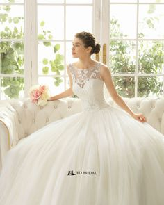 2015 New Collection Ball Gown Sleeveless Lace Appliqued Beaded Beach Wedding Dresses