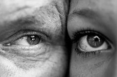 Demografische ontwikkelingen: 2 koopkrachtige generaties waar we rekening mee moeten houden: 65+ers & millenials (geboren in jaren 80/90). Met de eerste groep door bv. het productaanbod aan te passen (supermarkten: kleinere porties) of de lettergrootte aan te passen. De tweede groep is opgegroeid in de digitale wereld en gevoelig voor design en visuals. [demografisch]