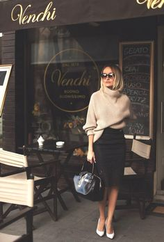 I love everything about this outfit. Perfect combo of class and sophistication. The sunglasses and bag go so perfectly.