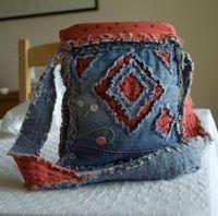 Gone To Earth: Tutorials ~ recycled blue jean purse ~ - Sewing Ideas - Jean Crafts, Denim Crafts, Denim Bag Tutorial, Blue Jeans, Black Shorts, Blue Jean Purses, Denim Jean Purses, Estilo Hippie, Blog Couture
