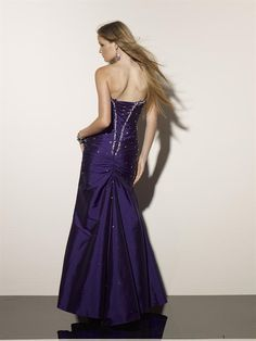 Precioso Vestido de Noche Strapless de color Azul Oscuro
