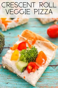 Need a quick and easy appetizer or lunch recipe? Try these Veggie Pizza Crescent Bites, made with crescent rolls, cream cheese ranch dip, and fresh veggies. Cream Cheese Pizza, Cream Cheese Roll Up, Cream Cheese Crescent Rolls, Vegetable Pizza Recipes, Veg Pizza, Chicken Pizza Recipes, Pizza Hut, Bread Appetizers, Appetizer Recipes