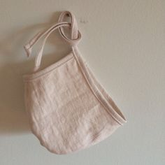 This brimless linen bonnet is made of luxuriously soft 100% linen an lined with 100% cotton. The perfect staple for any outfit and any season.  Please select colour choice and size from the drop down menu when you order. Sizes range from newborn to 8 years.  **You can now also choose to make this an outfit by adding ruffle bloomers, harem pants, or ruffle harem pants. A matching set is a perfect dress up outfit, or If you would like a suggestion on what colour or print goes well with the…