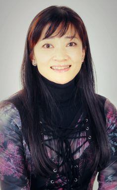 島田歌穂(女優) '74年、子役デビュー。'82年、ミュージカル「シンデレラ」で初舞台。'87年、「レ・ミゼラブル」で脚光を浴びた。同作の世界ベストキャストに選ばれ、日本の女優として初めて英国王室主催の「ザ・ロイヤル・バラエティ・パフォーマンス」 ('87年)に出演。更に1990年にはレコーディングに参加したアルバム「レ・ミゼラブル/インターナショナル・キャスト盤」が米国にてグラミー賞を受賞('90年)する。一方音楽活動も精力的に行い、1988,89年には「NHK紅白歌合戦」に2年連続で出場。1998年にはマレーシアで、2006年は台湾ツアーと海外でもコンサートを行う。また、夫でピアニスト/作・編曲家の島健氏とのDuoコンサートや各オーケストラや交響楽団との共演コンサートも数多く行っている。楽曲のレパートリーは、ミュージカルは勿論、ジャズからポップス、民謡に至るまで幅広い。2014年、デビュー40周年を迎え、初の自選オールタイムベスト「MY…