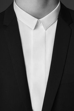 Dior Homme- finally doing something different with collars. And you know what? I love it. Wonderful angle at the upturn.