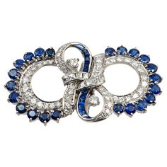 .Palladium double dress clips can be worn as a brooch.