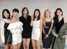 On December 26 KST, A Pink revealed the release schedule for their upcoming mini-album 'Percent'.On December t… Eun Ji, 80s Fashion, Korean Fashion, Fashion Trends, Fashion Quiz, Fashion Styles, Apink Album, Pink Panda, Fashion Articles