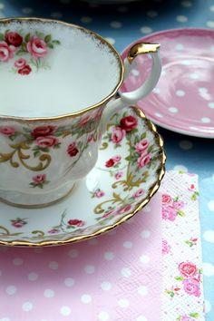 Madelief: Tea in the garden