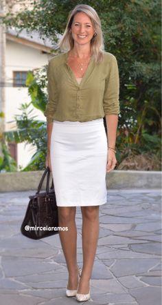 Look de trabalho - look do dia - look corporativo - moda no trabalho - work outfit - office outfit - fall outfit - look executiva - look de outono - meia estação - saia lápis branca - white pencil skirt - green army - shirt - scarpin