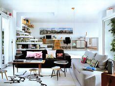 Living com almofadas coloridas Arquiteto: Arquimac Fotógrafo: Belén Imaz Fonte: AD Espanha Maio 2013