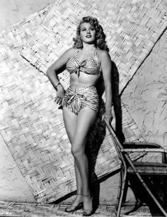 Shelley Winters Portrait Photo Print x Vintage Hollywood, Hollywood Glamour, Hollywood Stars, Classic Hollywood, Hollywood Actresses, Style Rihanna, Shelley Winters, Picnic Outfits, Actrices Hollywood