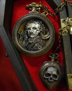Edgar Allan Poe Pocket Watch Sculpture with Fob in Coffin Case. Created by Sue Beatrice of All Natural Arts Old Pocket Watches, Pocket Watch Antique, Old Watches, Vintage Watches, Watches For Men, Edgar Allan Poe, Steam Punk Jewelry, Art Watch, Assemblage Art
