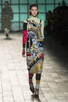 The complete Mary Katrantzou Fall 2018 Ready-to-Wear fashion show now on Vogue Runway.