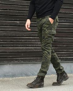 Cargo Pants Outfit Men, Joggers Outfit, Mens Joggers, Military Inspired Fashion, Camo Fashion, Military Fashion, Mens Tactical Pants, Modern Mens Fashion, Stylish Mens Outfits