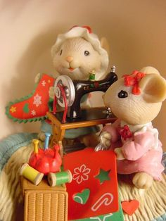 ENESCO COZY CUP We've SHARED SEW MUCH Mice Sewing CHRISTMAS ORNAMENT Gilmore wbx