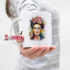 Frida Kahlo baskılı kupa modelimizi kapıda ödeme imkanı ve birdunyahediye.com güvencesi ile hemen satın alabilirsiniz.