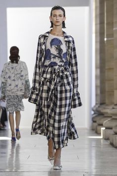 Love the blue again the black and white Christian Wijnants #ss18 #pfw