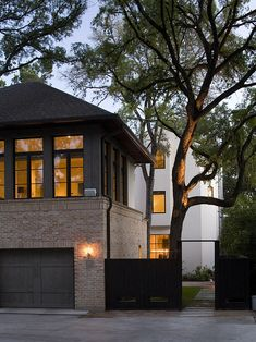 Brick Ranch House Black Shingles Design, Pictures, Remodel, Decor and Ideas - page 6 Modern Exterior, Exterior Design, Brick Design, Exterior Paint, Garage Exterior, Exterior Colors, Garage Design, House Design, Loft Design