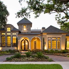 Circle driveways fountains completely classy for Half circle driveway design