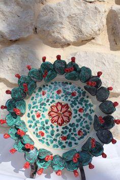 Piatto decorativo ceramica con applicazioni pale fico d india
