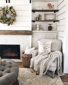 Use these interior decor tips to enhance your house and give it new life. Home decorating is fun and will change your house into a home if you learn how to do it right. Home Living Room, Living Room Designs, Living Room Decor, Living Spaces, Cozy Living Rooms, Estilo Country, French Country Bedrooms, Bedroom Country, Country Farmhouse Decor