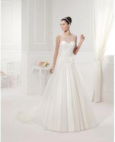 Robe  de mariée sans manches  avec bretelles col ras du cou