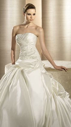 OPERA / Bridal Gowns / 2012 Collection / Avenue Diagonal (close up)