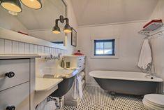 Clawfoot Bathtub, Gardening, Bathroom, Interior, Bespoke Furniture, Living Spaces, Bath, Washroom, Indoor