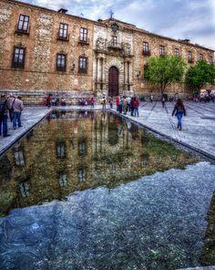 Nueva Fuente Escultuntora De Cristina Iglesias En La Plaza Del Ayuntamiento