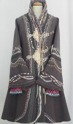 who is buying all these costume like coats ? Fashion Mode, Boho Fashion, Womens Fashion, Moda Outfits, Altered Couture, Mode Vintage, Mode Inspiration, Pulls, Refashion